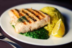 Fisch wird schonend im Kontaktgrill gegart und sieht gut aus.
